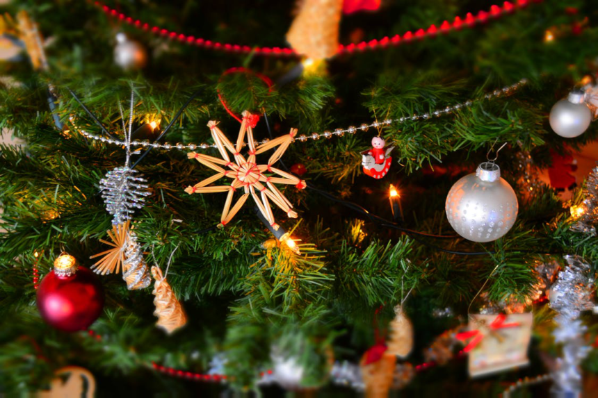 3 Brilliant Ways To Add the Christmas Spirit To Your Digital Content